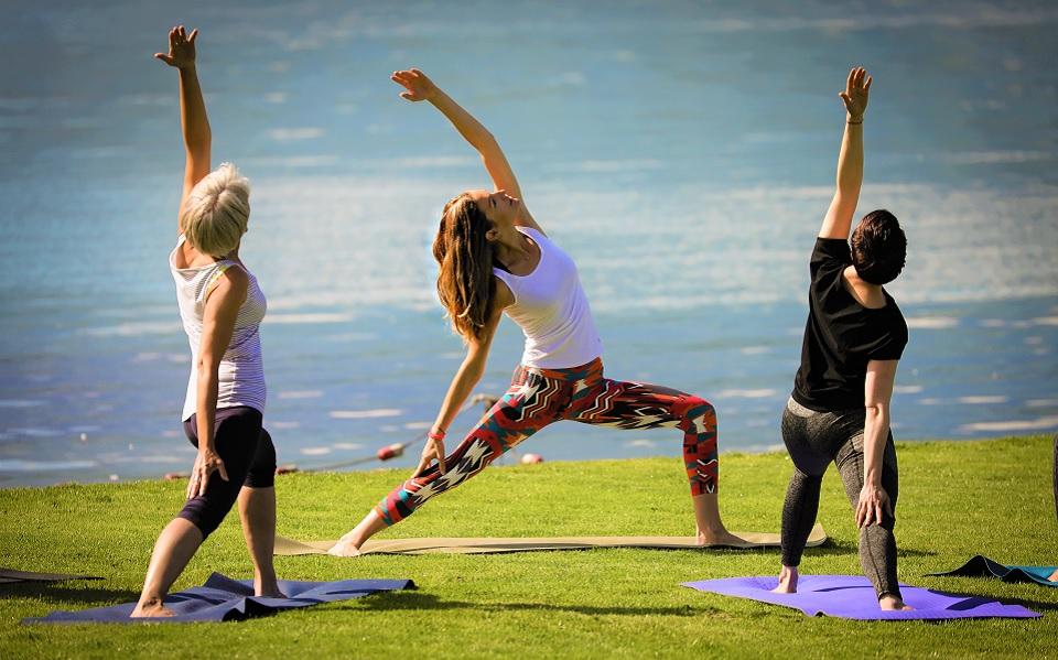 Martine Barro unterrichtet in Thun Yoga am Wasser